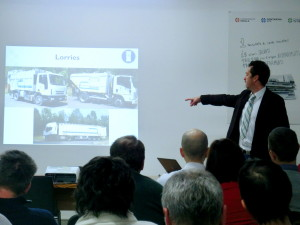 Un tecnico della Contarina Spa illustra l'organizzazione del servizio ad una delegazione internazionale, dicembre 2013